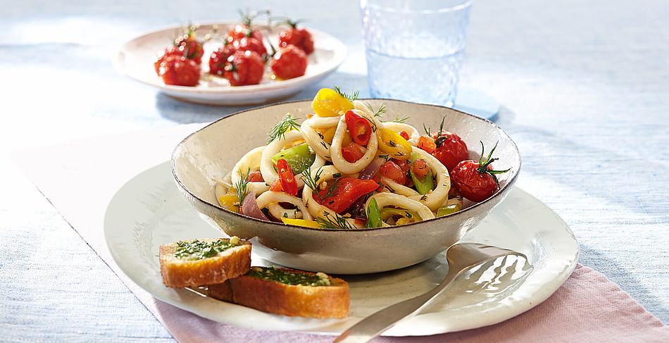 Salat von Tintenfischtuben mit Honigtomaten