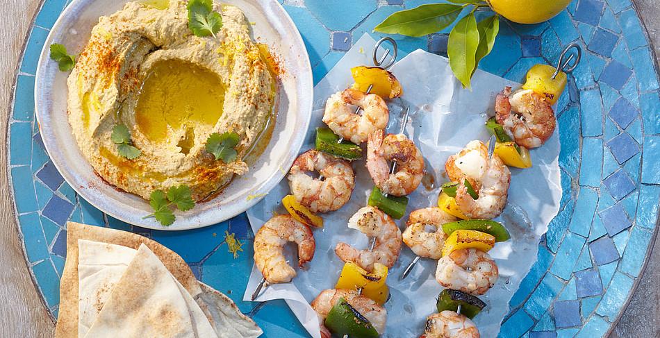 Garnelenspieße mit Hummus
